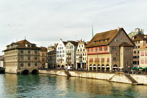 Town Hall and Limmat River quay in Zurich 相片