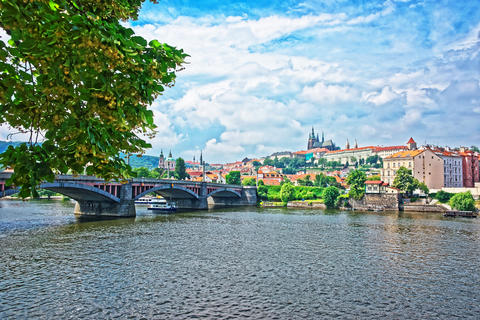 Jirasek Bridge over Vltava River and Old Town in Prague 相片