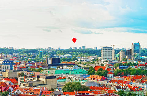 Financial district of Vilnius and hot air balloon in sky Foto