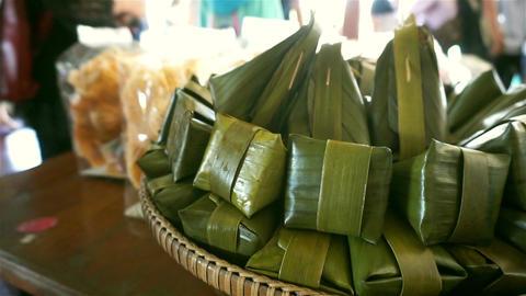 Traditional thai dessert wrapped in banana leaves Filmmaterial