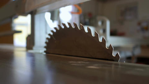 Setting the cutting angle of the saw blade Filmmaterial