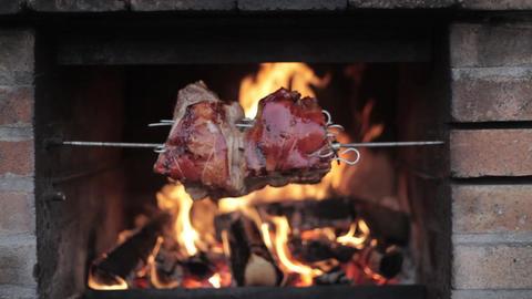 Meat roasting on an open fire Archivo