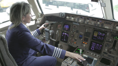 Mujer piloto avion Live Action
