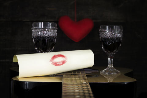 Happy Valentine's Day Kiss On White Paper Resting on Acoustic Guitar フォト