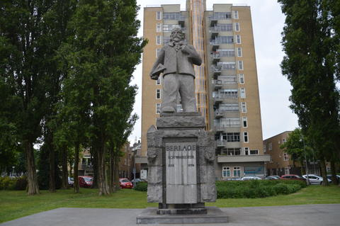 Statue Of The Dutch Architect Berlagen In Amsterdam The Netherlands フォト