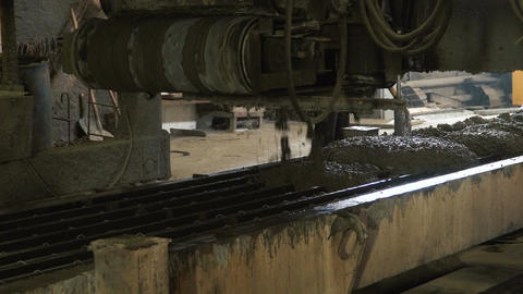 Liquid concrete into the mold Live Action