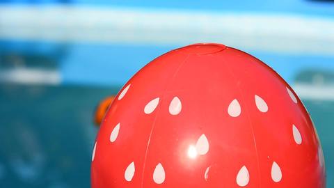 Beach Ball in Swimming Pool Filmmaterial