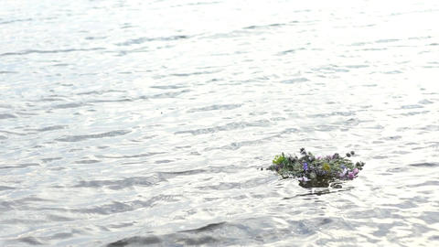Memorial Wreath Of Flowers Floats On Surface Of River Slow Motion Filmmaterial