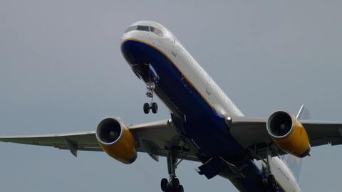 Icelandair Boeing 757 take-off Footage
