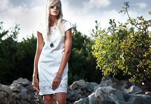 A girl in a white dress Foto