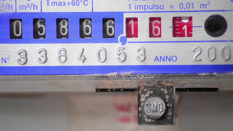 Gas meter that spins rapidly due to high consumption Footage