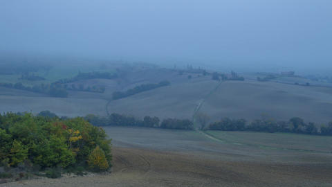 Very Dense Mist over Autumn Fields. Time Lapse Filmmaterial