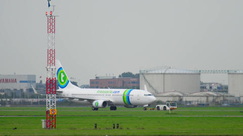 Transavia Boeing 737 towing from service check Footage