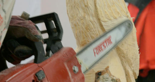wood sculptor chainsaw close up 01 Footage