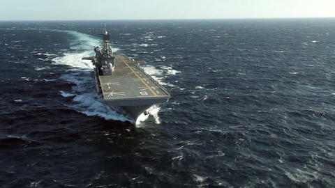 Future amphibious assault ship uss america lha 6 sails the gulf Archivo