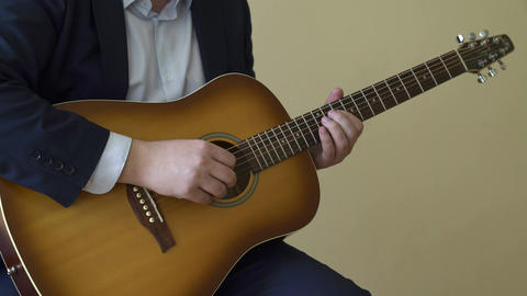 Playing acoustic guitar Archivo