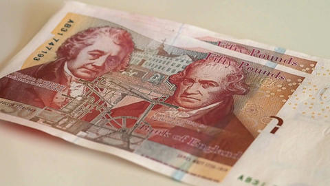 Woman counts for 50 pound banknotes ビデオ