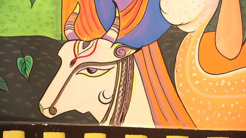 Art work on Temple wall ビデオ