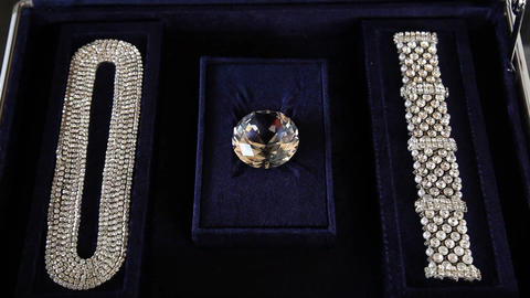 Diamond Crystal closeup Live Action