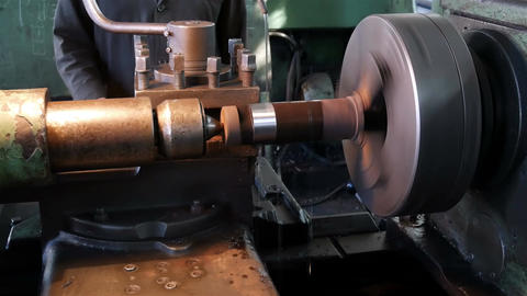 Roughing the part on an old lathe Archivo
