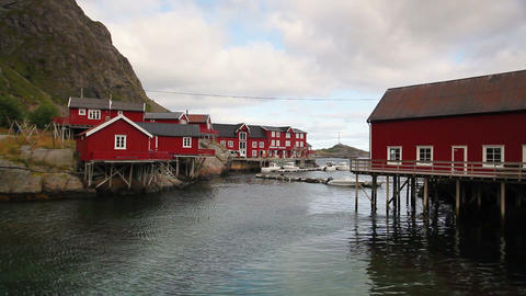 Red Classic Norwegian Rorbu fishing huts ビデオ
