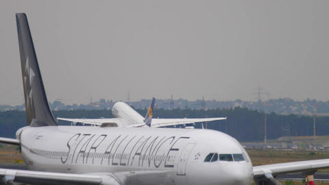 Airbus 340 towing from service Live Action