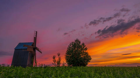 Wooden Windmill at Sunset Archivo