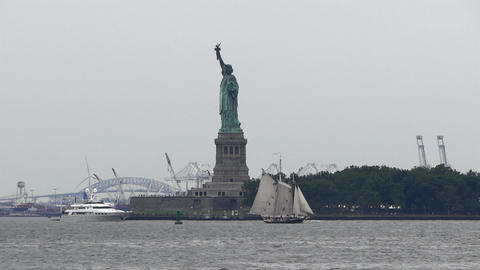 New York Statue of Liberty & Hudson River Vessels Live Action
