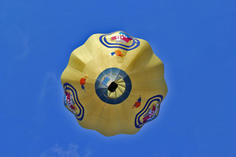 View from below on a balloon against the blue sky フォト