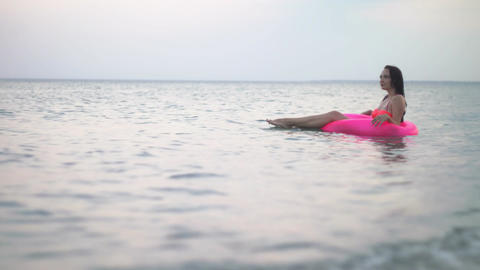 Girl in the sea on vacation Archivo