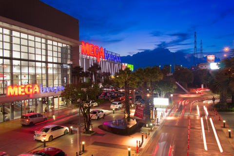 Mega Bangna is a large shopping mall in Bangkok フォト