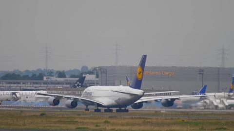 Lufthansa airbus 380 take-off Live Action