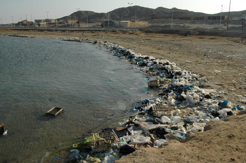 Environment of the Red Sea. Mountains of garbage on the beach away from the フォト