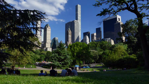 New York Central Park, People and Skyscrapers Live Action