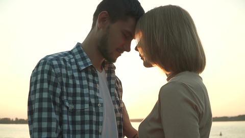 Loving couple at sunset ビデオ