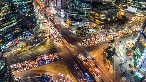 Time lapse traffic at night in Seoul, South Korea.4K Filmmaterial