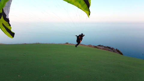 Paragliding Take Off And Fly ビデオ