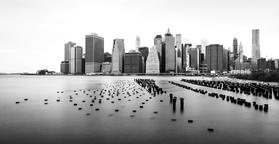 Manhattan skyline, black and white, view from Brooklyn フォト