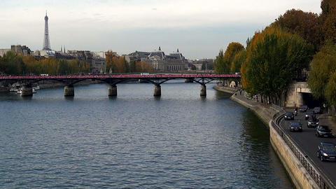 The Eiffel Tower in Paris. France Acción en vivo