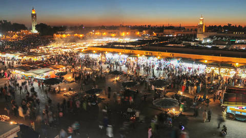 Time lapse of people in Djemaa el fna in the evening Archivo