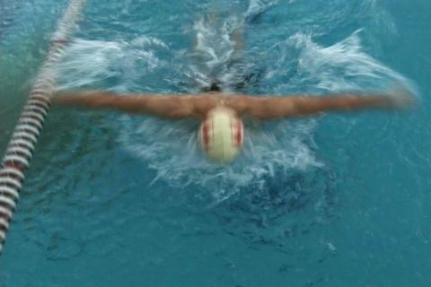 Swimmer racing Archivo