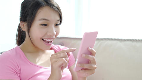 video of woman use phone ビデオ