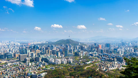 Time lapse of Cityscape in Seoul with Seoul tower and blue sky, South Korea Filmmaterial