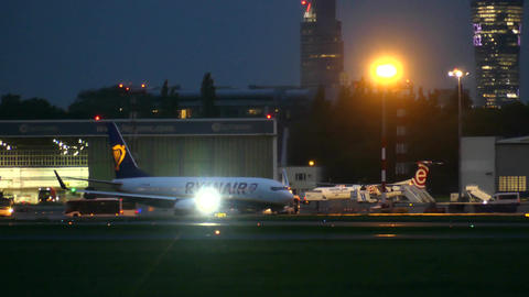 WARSAW, POLAND - SEPTEMBER 14, 2017. Ryanair Boeing commercial airplane taxiing ビデオ