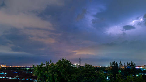 Time lapse of thunderstorm clouds with lightning at night Archivo