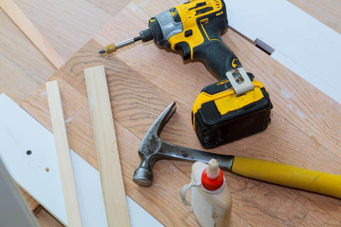 carpenter tools on wooden background Foto