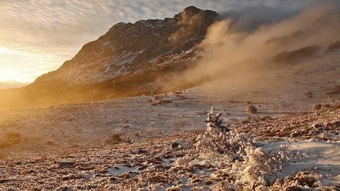 Fog descending the mountain slope Filmmaterial