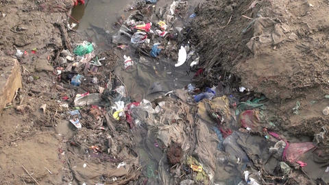 polluted dirty open sewerage channel on Ganges river coast in Varanasi, India ビデオ