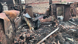 destroyed houses after the elements Bild
