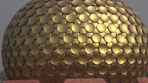 Matrimandir . Golden Temple in Auroville for meditation, Tamil Nadu, India 영상물